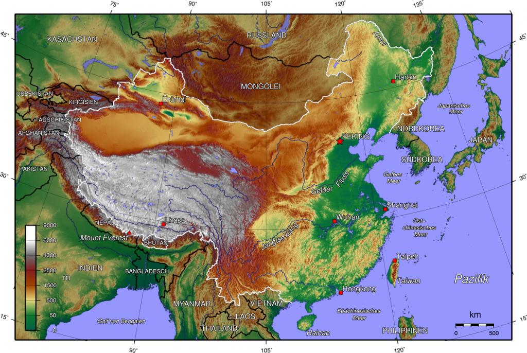 El mejor mapa topográfico que encontré está en alemán. Gelber Fluss significa río Amarillo y Jangtse kiang, el río Yangtzé. Otro mapa topográfico se puede ver aquí. PULSAR mapa para verlo en grande.