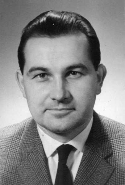 Dr. Manfred Hunger (Físico experimental alemán-venezolano nacido en Wuppertal en 1931).