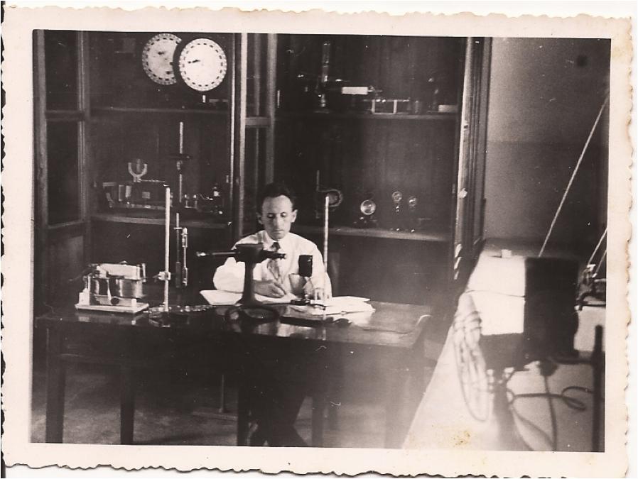 El Profesor Nicolás Szczerban en el laboratorio (circa 1949-1950).