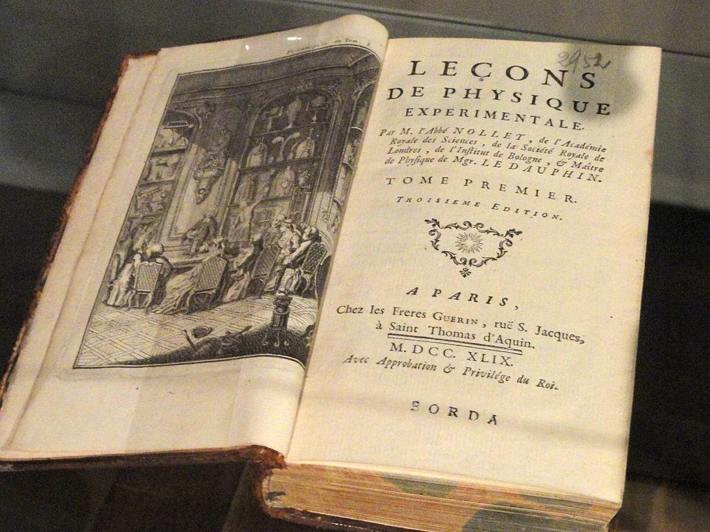 1024px-Lecons_de_Physique_Experimentale_-_Musée_Nicéphore_Niépce_-_DSC06026