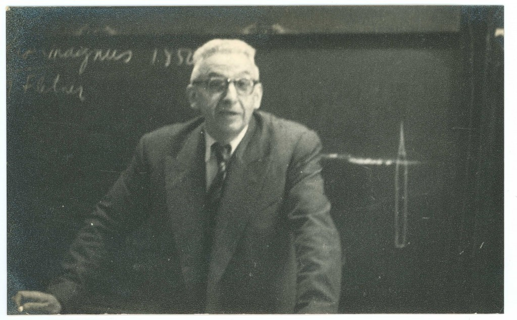 Prof. Ramón Enrique Gaviola en Clase de Física en 1958 en la Universidad de Buenos Aires.