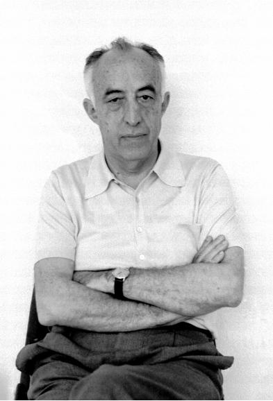 Blas Cabrera sentado